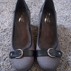Womens NWOT Gray and Black Aerosoles